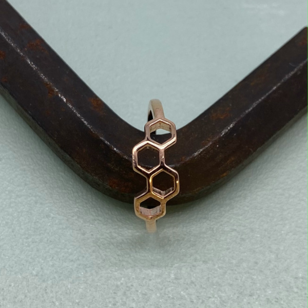 Joleen ring med rosegold belægning paa jern