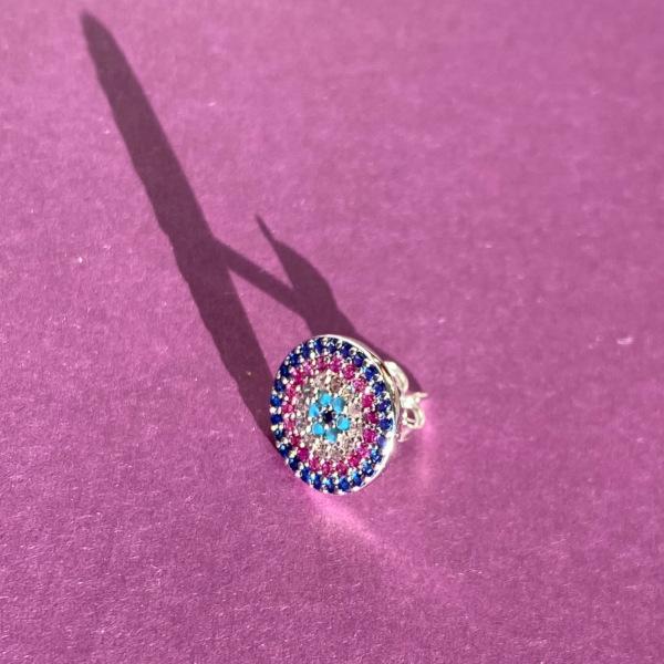 Luna rund oerestik i soelv med pastelfarvede zirkoner paa lilla baggrund